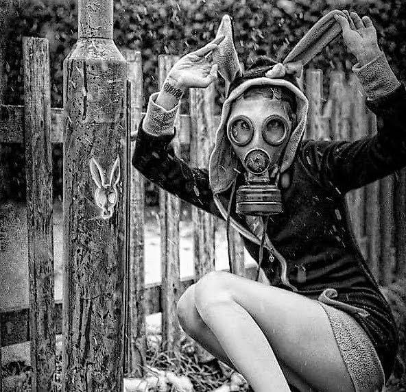gasmaske-girl